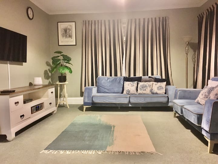 Relax on Rose Street – central Timaru home
