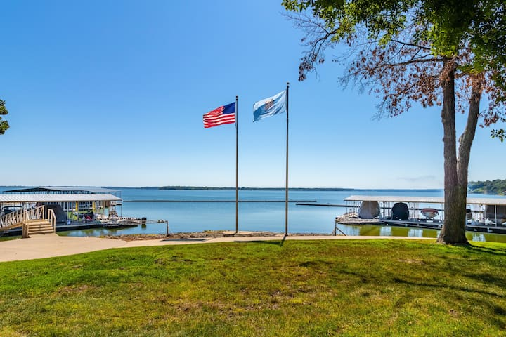 Cape Cod Cabin on Monkey Island and pet friendly!