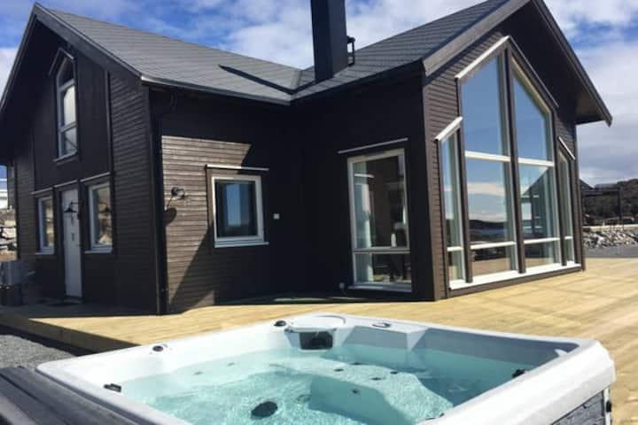 Ny hytte MED BÅT ved sjøen , 40 min unna Bergen