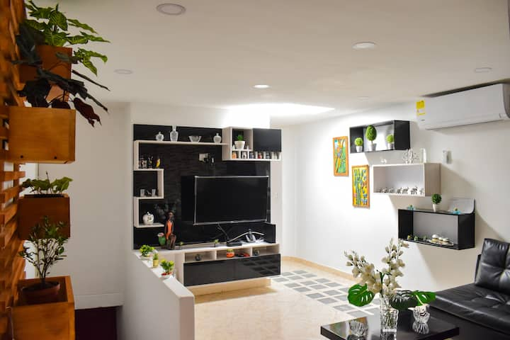 Furnished apartment with A/C in North Medellin.
