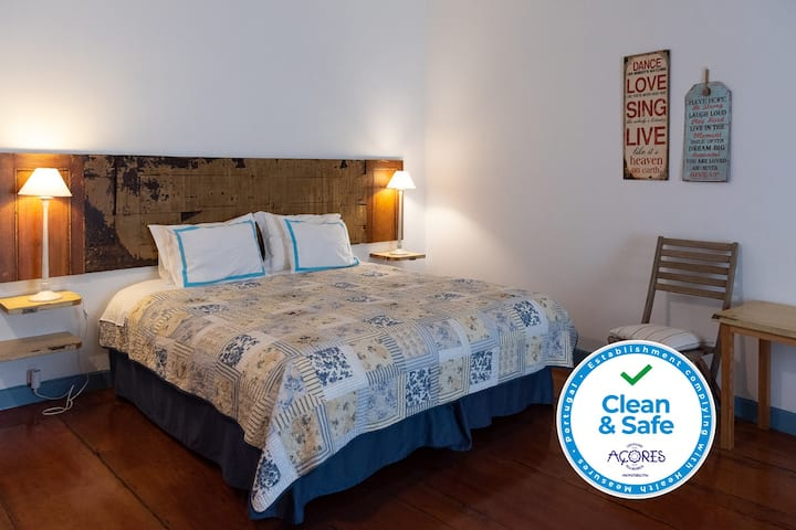Triple room in the center of Angra - Casadangra