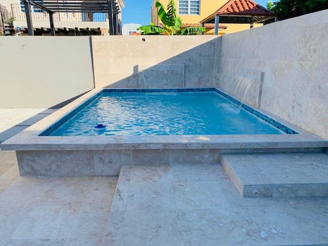Beautiful house, private pool, close to everything