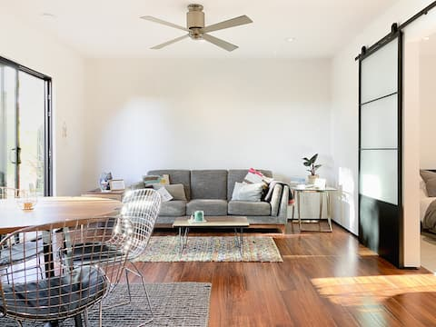 The Meiners Daughter - Beautiful Modernist 1 Bed