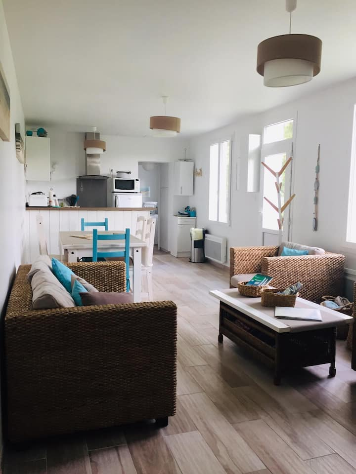 Cosy sea-side home with large private garden