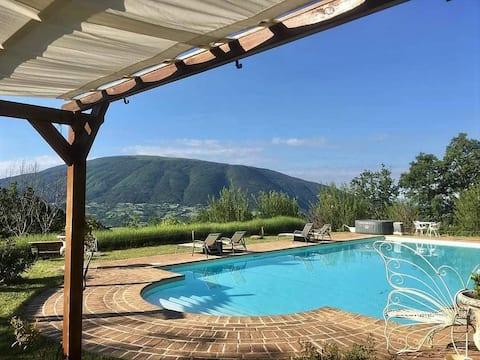 Charming Apartment at farmhouse B&B with big pool