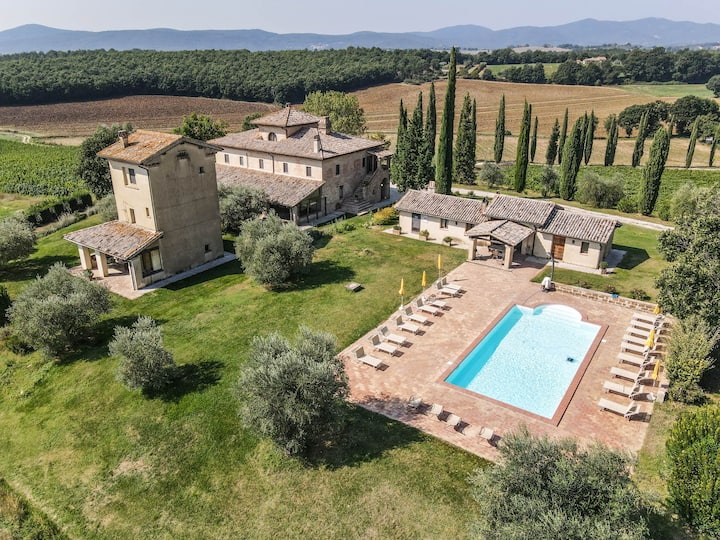 Large villa with private pool 110km from Rome