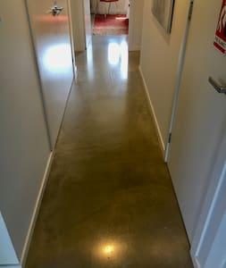 Easy wheelchair access with 98cm wide hallways.
