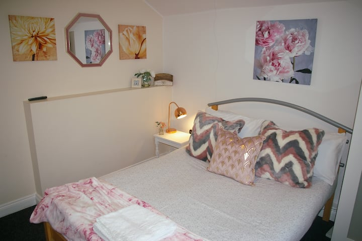 Humberstone House (4 Bedrooms) Serviced Accomm.