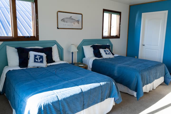 Beautiful Beachfront Lodging: First Mate Suite