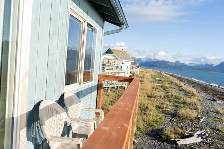 Beautiful Beachfront Lodging: Deckhand Suite