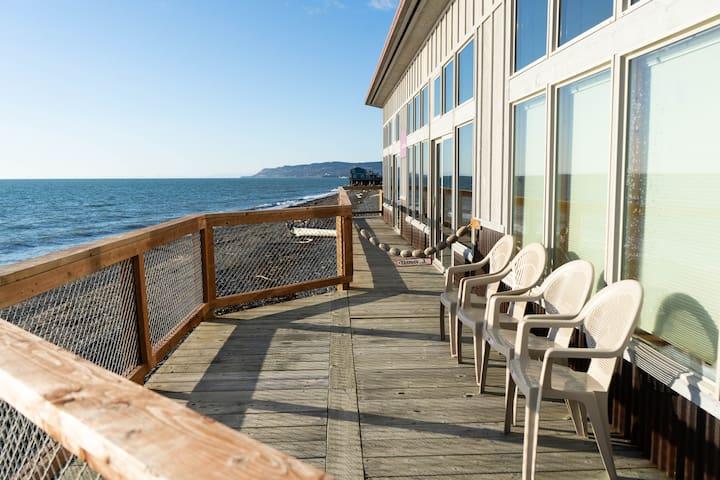 Beautiful Beachfront Lodging: Captain's Suite