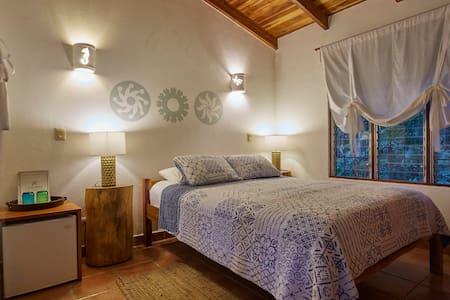 Triple / Queen Bedroom