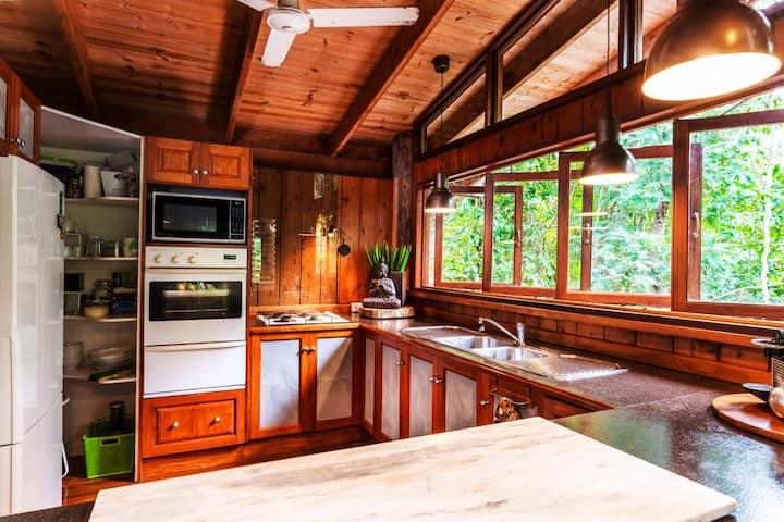 Kardinia House - Ultimate Rainforest Retreat!