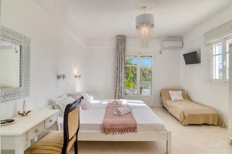 Italian hospitality Dahlia Apartments studio 4