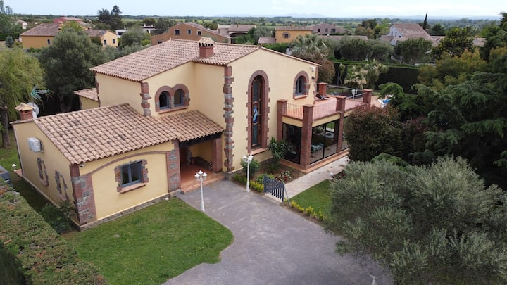 Villa de luxe : piscine/jacuzzi/sauna/pool house