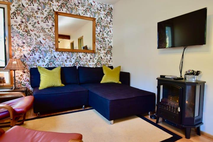 Rustic 2-BR Private Suite on Pemberton Acreage