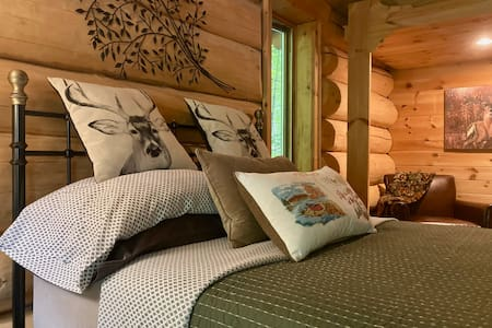 Private Room + Bathroom in Country LOG CHALET