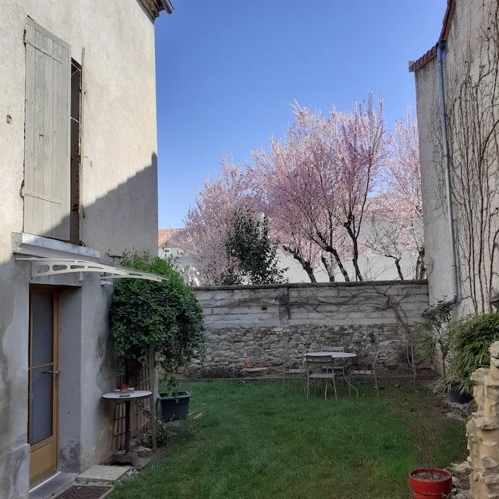 Maison, 4 places, centre ville, jardin privé