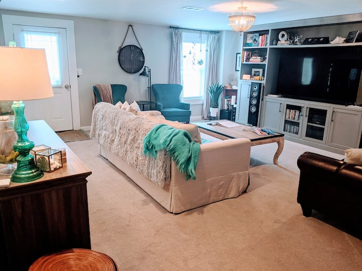 Spacious suite in the heart of Charlottesville