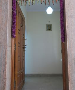 Szerokie wejście dla gości