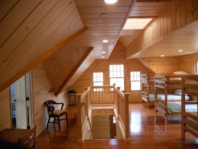 Upstairs- spacious bunkroom