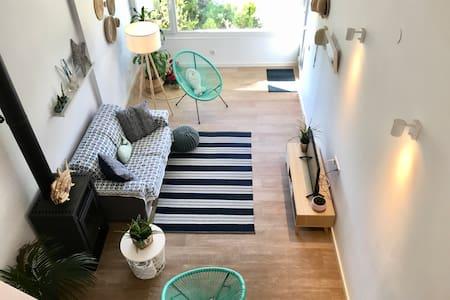 Lovely apartment with garden, La Mora beach.