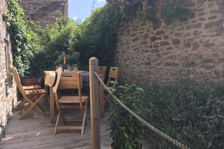 Bear's Cottage,  barn conversion, parking & garden