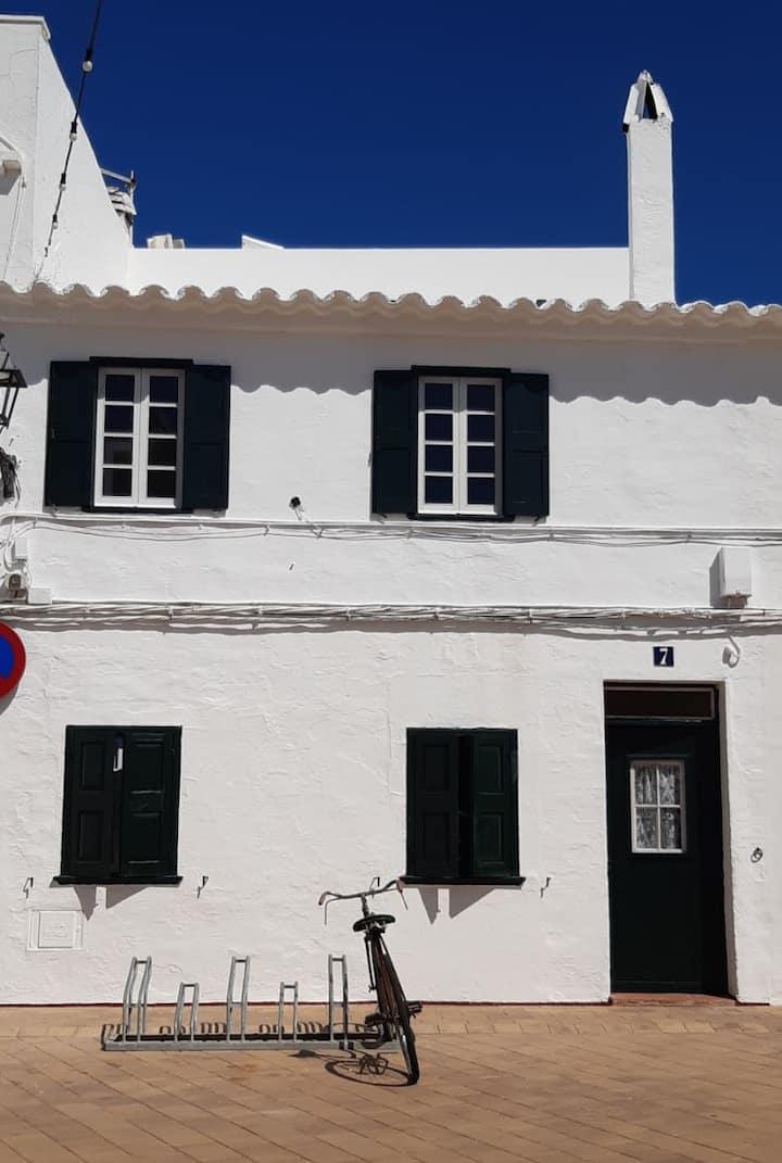 Casa de pueblo bien ubicada y cómoda-planta y piso