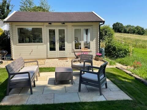 The Cabin at Laverton, near Bath, rural setting.