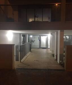 Entree hall d immeuble photo prise de nuit