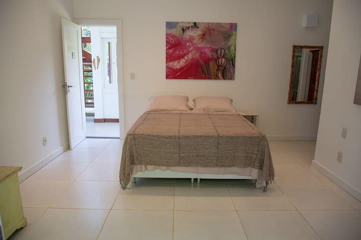 Suite 1 térreo-cama queen e varanda