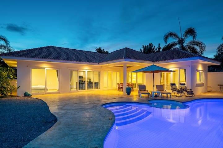 Beautiful 4 bedroom villa with privat pool OPV21