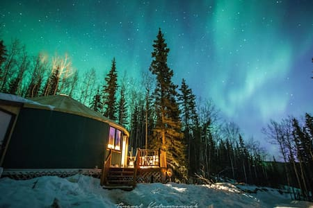 The Aurora Yurt ~ A Mountain Getaway w/ Views