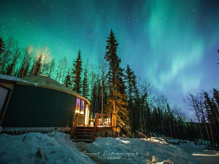 The Aurora Yurt ~ A Mountain Getaway w/ Views