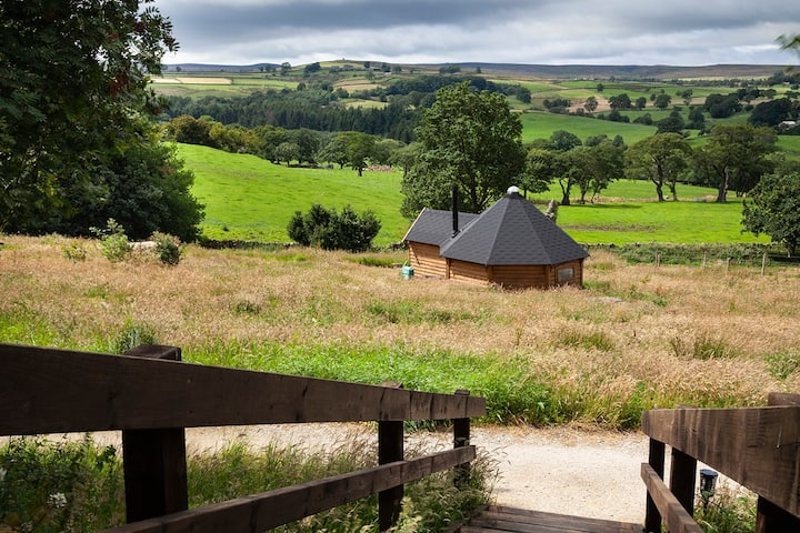 Little Seed Field Wild Glamping: 'Yorkshire Fog'