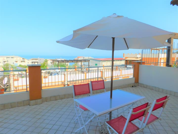 Ideal for Couples or Young family 1 Bed Sea View