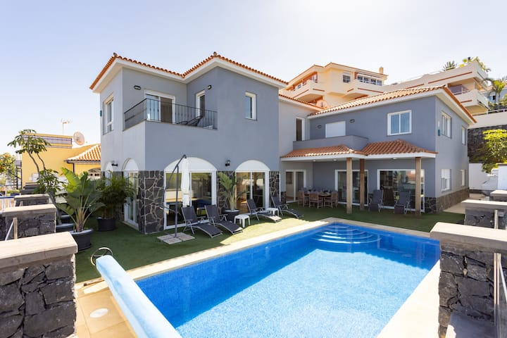 Villa Syrah - Pool, high speed wifi, BBQ & Gym