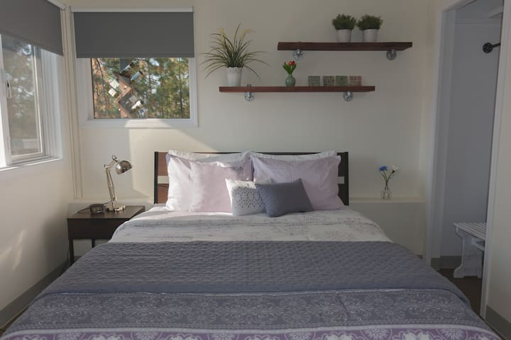 Bedroom 2 with queen size bed and lake view