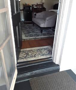 Doorway to room is standard size entrance