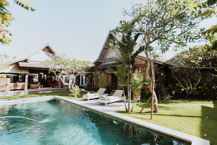 Classical Javanese Villa, Tropical Gardens & Pool