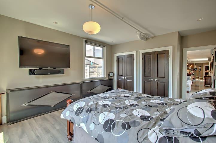 Queen bed , 65 inch Tv