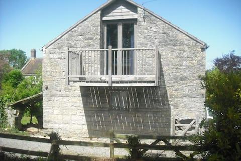 Artist haven rural retreat in spacious old haybarn