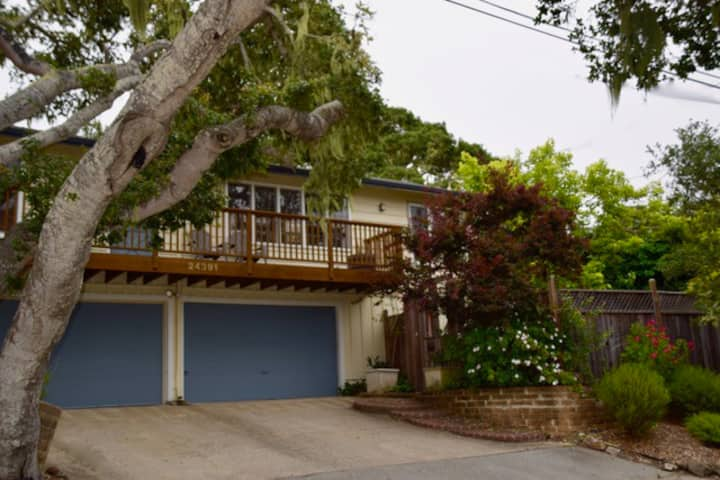 Relax at home near downtown Carmel 3+ beds 2 bath!