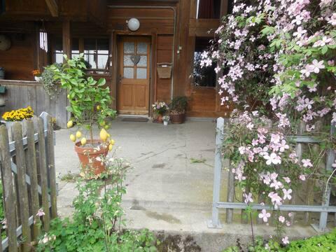 Værelser i et traditionelt hus på landet med udsigt