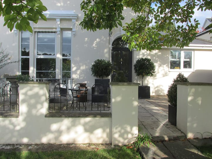 Double room in beautiful Victorian house, Torquay.