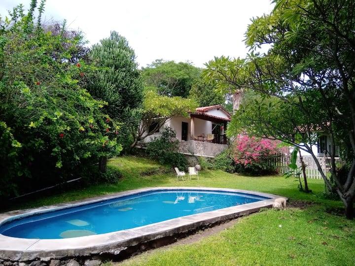 Lorien Casa Rural Jardín y alberca. Pet friendly.