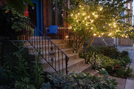 There are 7 stairs to the main entrance and the path is well lit at night.