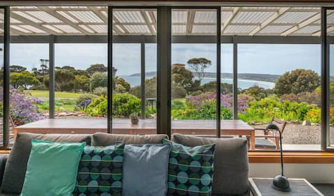 JIREH HOUSE - Lovely patio with great sea views