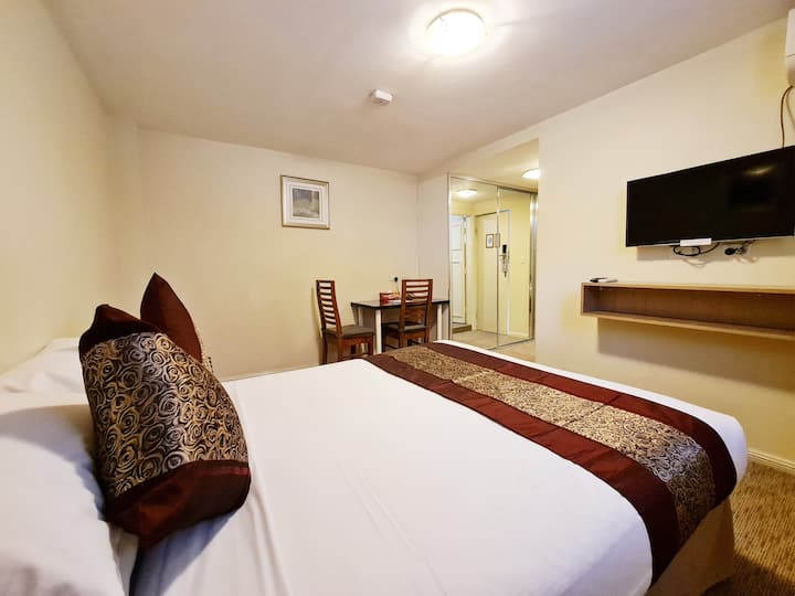 Flat 3: Private Room & Bathroom From $395 per week