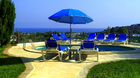 Apartment with garden and pool near town & beach